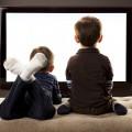 tv izleyen çocuklar