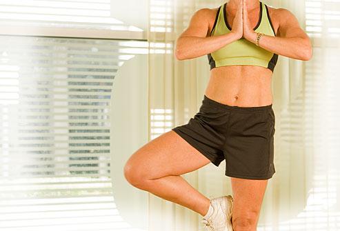 Tamamen göbeğinize odaklanıp diğer kaslarınızı ihmal etmeyin. İyi görünmenin en önemli şartı bütün kaslarınızın sıkı olmasıdır. Kalça ve sırt kaslarınız da buna dahildir. Pilates egzersizleri tüm kaslarla birlikte kol ve bacakları da çalıştırmanın en iyi yollarından biridir. Pilates seansları veya kişisel eğitmen yararlı olabilir. Egzersize yeni mi başlıyorsunuz? Yavaş ilerleyin. Kalp probleminiz varsa egzersize başlamadan önce doktorunuza danışın.