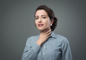 Boğazdaki Sürekli Gıcık Hissinin Nedenleri, neden boğaz gıcığı olur, alerji kaynaklı gıcık, boğaz iltihapları, susuz kalmanın zararları